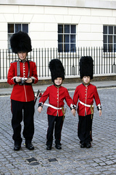 KELSEY GRAMMER PRESENTS: THE SKETCH SHOW, Mary Lynn Rajskub (left), 'Photo With the Royal Guard', (S