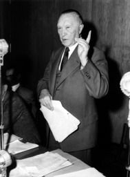 Adenauer at press conference