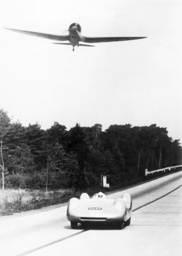 Bernd Rosemeyer in a race with an airplane, 1937