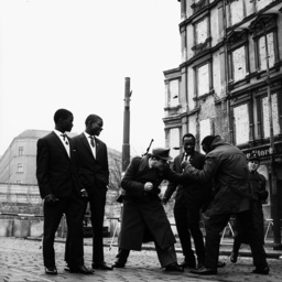Berlin,Afrik.Boxer scherzen m.Wachposten - Berlin Wall / Boxers tease border guards - Berlin,boxeurs africains plaisantant avec les sentinelles