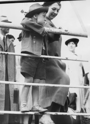 Jewish refugees at the harbor of Southampton, 1939