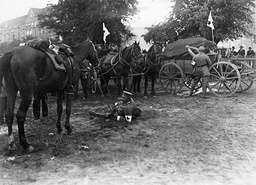 Rest of a German medical unit on the Western Front, 1914