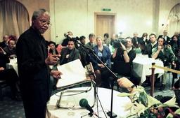 NELSON MANDELA SPEAKS AT PRESS DINNER IN DAVOS