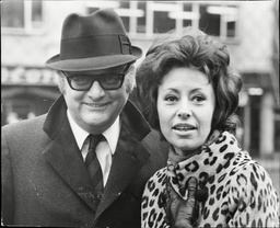 Caterina Valente The Italian Actress/singer In London With Her Husband Eric Van Aro. Box 692 809061613 A.jpg.