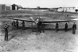 Student pilot at the start of his first solo flight, 1913
