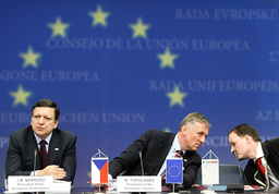 European Commission President Barroso and Czech PM Topolanek hold a news conference in Brussels