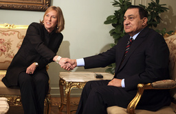 Egyptian President Hosni Mubarak shakes hands with Israeli Foreign Minister Tzipi Livni during their meeting in Cairo