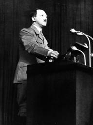 Hitler während Wahlkampfrede 1936 - Hitler / Campaing Speech / 1936. -