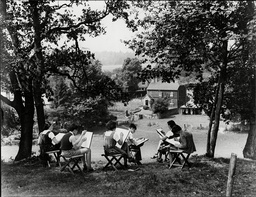 Bedales School Petersfield - 1930's Pupils At Work During An Art Class In The Grounds Of The School.
