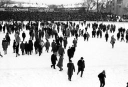 German Oberliga 1963 - Spectators flatten the snow-capped pitch - Feature