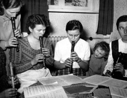 Protestant college of further education - Women with recorder