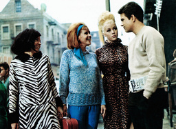 PROMISE HER ANYTHING, from left: Vivienne Ventura, Asa Maynor, Margaret Nolan, Warren Beatty, 1965