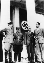Hitler besichtigt Reichsparteitaggelände - Hitler views Nuremberg rally area / 1937 -