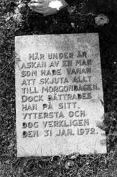 Gravstenen över författaren Fritijof Nilsson Piraten.