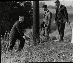 Law Crime Robbery 1963 'great Train Robbery' Showing Det Chief Inspector H Faber Of The Met Police Forensic Lab Watched By Sgt Milner And Dr Ian Holden At Bridego Bridge As They Search For Clues The Great Train Robbery Is The Name Given To A 2.6 Mi