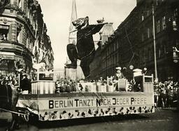 Float at the carnival parade, 1932