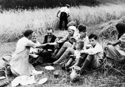 Farming family eats, 1936