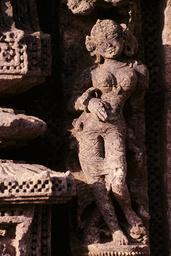 Konarak, Sonnentempel, Weibliche Figur / Relief - - Konarak, temple du Soleil, figure féminine / Relief