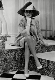 Model Ann Lloyd-james In An Ensemble By Leslie Kaye At London Fashion Week. Box 642 720111532 A.jpg.