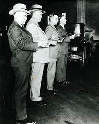 USA, Mitglieder von Schützenverein/Foto - USA / Members of Firearm Club / Photo -