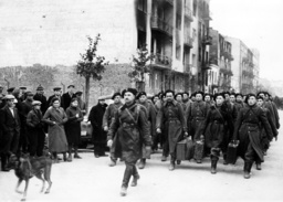 Polnish soldiers march into imprisonment, 1939