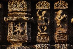 Konarak, Sonnentempel, Musikantinnen / Reliefs - Konarak, Sun Temple, Musicians / Reliefs - Konarak, temple du Soleil, musiciennes / Reliefs