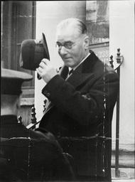 Sir Bernard Spilsbury Home Office Pathologist.