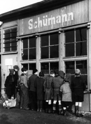 Child refugees in Post-war Germany at a shop window