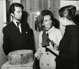 Lee Radziwill Sister Of Jackie Kenendy / Jackie Onassis With Artists Andre Dzierzynski And Elena Gaputyte 1965