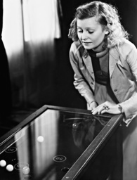 Lilian Harvey at a slot machine, 1936