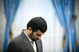 Iranian President Mahmoud Ahmadinejad waits for Bahrain's FM Sheikh Khaled bin Ahmed al-Khalifa before official meeting in Tehran