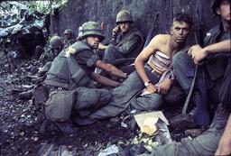 Vietnamkrieg 1968/US-Sanitäter bei Hue - Vietnam War / US Medic / Photo / 1968 - Guerre du Vietnam / Infirmier US / Photo / 1968