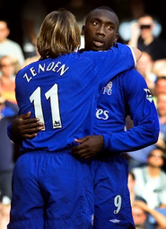 CHELSEA'S HASSELBAINK IS CONGRATULATED BY ZENDEN AFTER SCORING AGAINST LEICESTER CITY AT STAMFORD BRIDGE