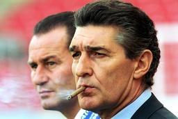 Manager Rudi Assauer re und Trainer Huub Stevens beide Schalke