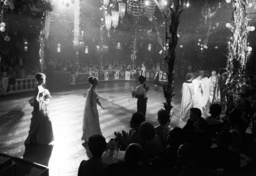 Josephine Baker performs at Madame-Ball