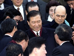 SOUTH KOREAN PRESIDENT ELECT KIM DAE JUNG IS SURROUNDED IN SEOUL