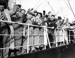Exiled German Jews on board the 'Rhakotis' arriving in Southampton, England, June 1939 (b/w photo)