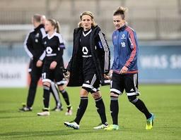 Enttäuschung bei Saskia Bartusiak 1 FFC Frankfurt und Simone Laudehr 1 FFC Frankfurt