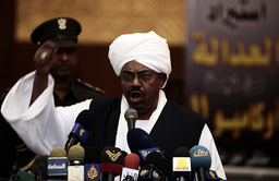 Sudanese President Omar Hassan al- Bachir addresses an assembly of politicians, religious leaders, artists and students from Sudan's eastern provinces in Khartoum