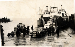 Police Cars And Escort Carrying Members Of The Great Train Robbery Gang Disembark From The Ferry ''freshwater'' At Yarmouth Isle Of Wight On Their Way To Parkhurst Prison.
