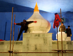 CHINESE ICE CARVERS BUILD A MOSQUE FOR THE ART OF ICE EXPOSITION IN BEIJING