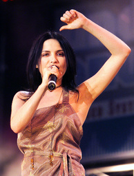 ANDREA CORR PERFORMS AT THE NETAID CONCERT AT WEMBLEY
