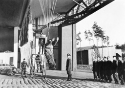 Training of paratroopers at the Parachute School in Stendal, 1938