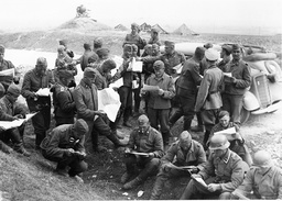 Soldiers read the front newspaper, 1939