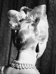 Frisur 'Pink Ice' / Foto 1950 - Hairdo 'Pink Ice' / Photo 1950 -