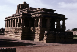 Aihole, Durga-Tempel / Foto - Aihole, Durga Temple / Photo - Aihole, temple de Durga, couple d'amoureux / Sculpture