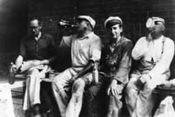 Jüdische Zwangsarbeiter / Foto 1940 - Jewish forced labourers / Photo 1940 -