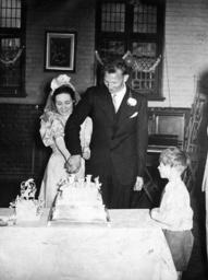 Anschneiden der Hochzeitstorte USA 1938 - Cutting the Wedding Cake USA 1938 -