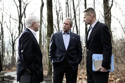 US President Bush discusses Iraq policy with Secretary of Defense Gates and Chairman of Joint Chiefs of Staff General Pace at Camp David
