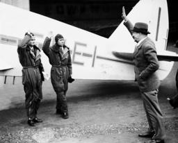 Dino Grandi says good-bye to the pilot Albertini, 1938